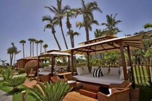 Maroa Club de Mar Balinese Bed 8 pers/1 bottle Martini Royale